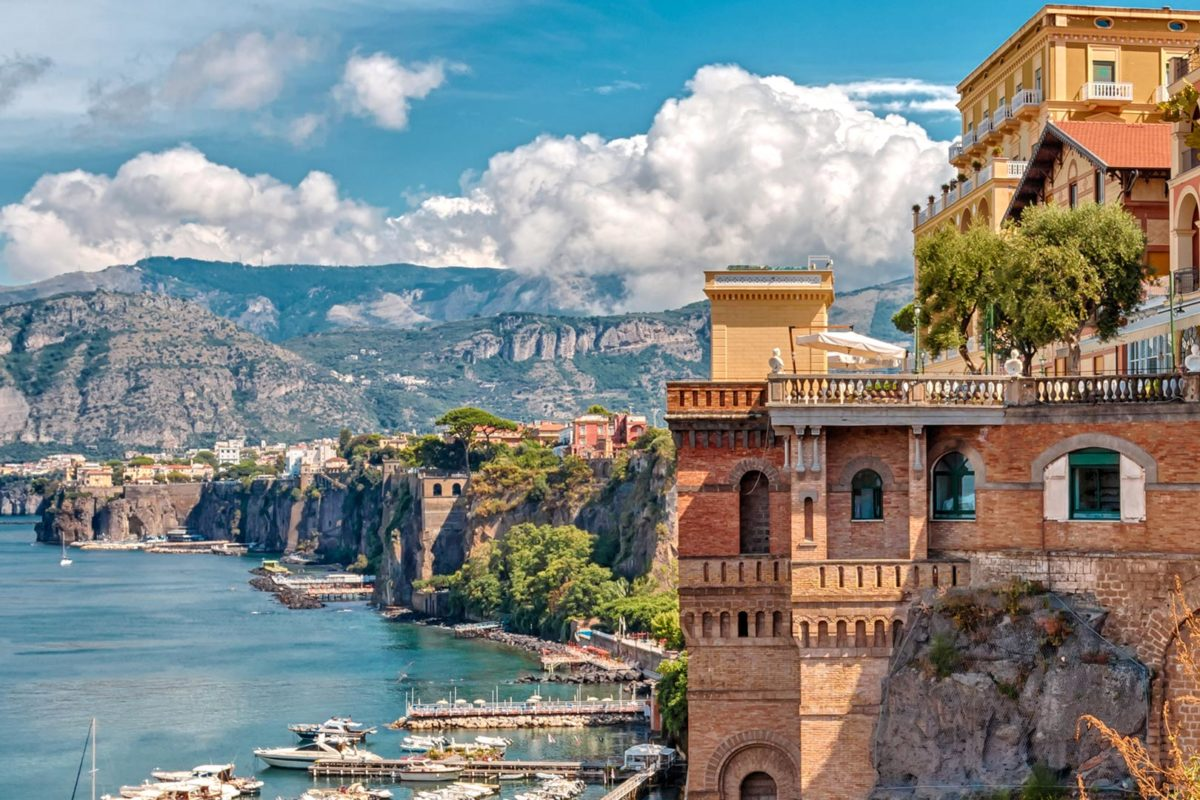 Getting From Naples Central Station To Sorrento On Christmas Day 2020 How to Get from Naples to Sorrento (2020 Guide) | Amalfi Coast Italy